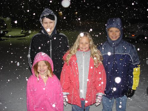 Christian, Garrett, Kendall and Alissa Carol enjoying the snow in Seattle 11/06.
