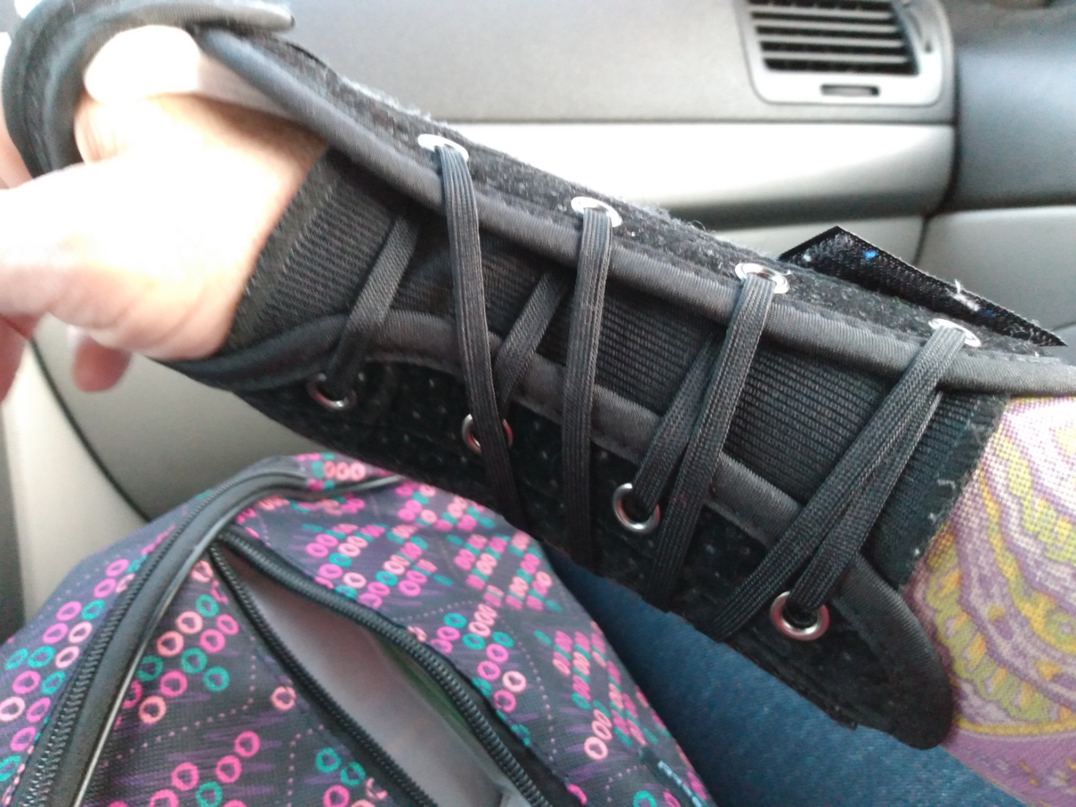 The wrist splint