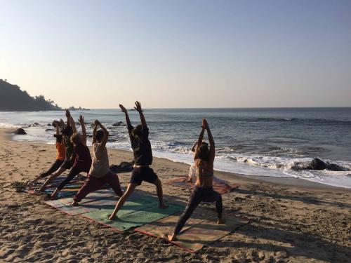 Yoga teacher training Classes on Beach by Diyayoga.com